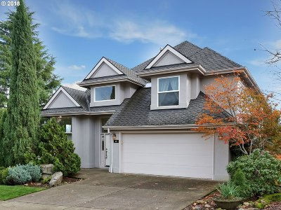 Lake Oswego Single Family Home For Sale: 22 Morningview Cir