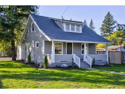 Milwaukie Single Family Home For Sale: 10181 SE 70th Ave
