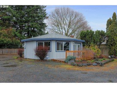 Gresham Single Family Home For Sale: 1675 NE Hogan Dr