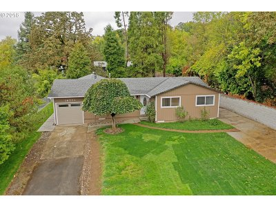 Milwaukie Single Family Home For Sale: 16553 SE Gordon Ct
