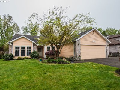 Single Family Home For Sale: 730 NE Meadow Dr