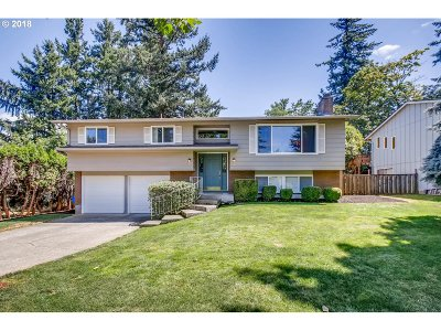 Portland Single Family Home For Sale: 1640 NE 156th Ave