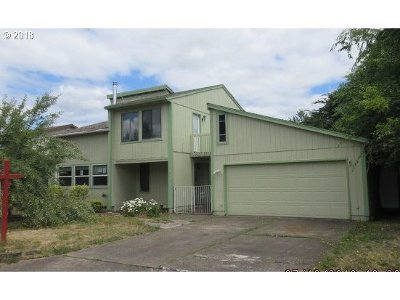 Clackamas County Single Family Home For Sale: 980 S Elm Ct