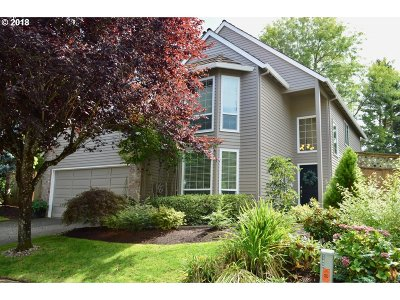Lake Oswego Single Family Home For Sale: 5156 Greensborough Ct