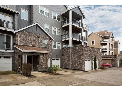 Happy Valley Condo/Townhouse For Sale: 11714 SE Crested Eagle Ln #F8