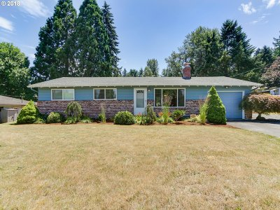 Milwaukie Single Family Home For Sale: 7310 SE Jennings Ave