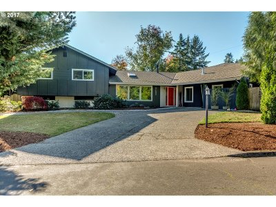 Portland Single Family Home For Sale: 9450 SW Pilips Ln
