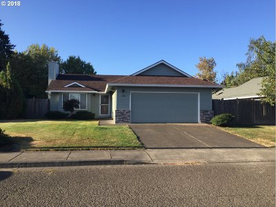 Clackamas County Single Family Home For Sale: 1400 Meadowlawn Pl