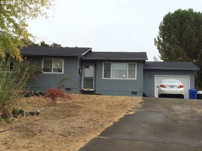 Roseburg OR Single Family Home For Sale: $189,000