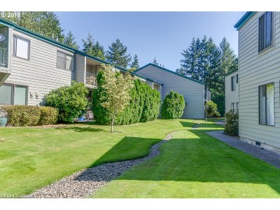 Beaverton Condo/Townhouse For Sale: 6745 SW Scholls Ferry Rd #21