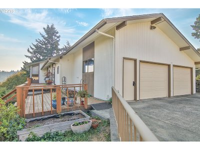 Coos Bay Single Family Home For Sale: 2550 Koos Bay Blvd