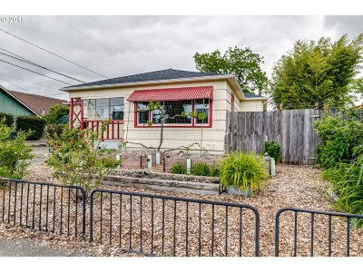 Springfield Single Family Home For Sale: 717 10th St
