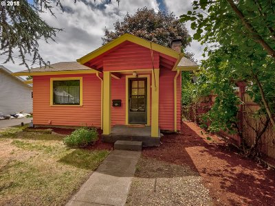 Single Family Home For Sale: 5012 SE Martins St