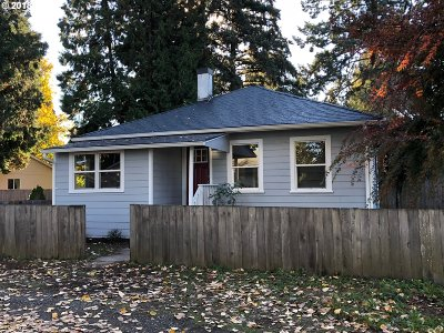 Milwaukie Single Family Home For Sale: 5808 SE Hill St