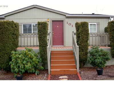 Milwaukie Single Family Home For Sale: 10400 SE Cook Ct #101