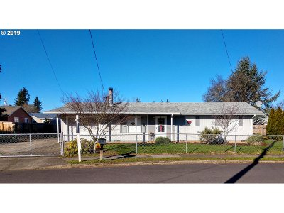 Single Family Home For Sale: 15131 SE Yamhill St