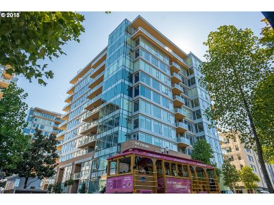 Multnomah County Condo/Townhouse For Sale: 1930 SW River Dr #W401