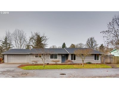 Milwaukie Single Family Home For Sale: 1463 SE Oak Grove Blvd