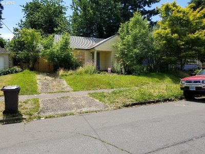 Portland Single Family Home For Sale: 8438 SE Yamhill St