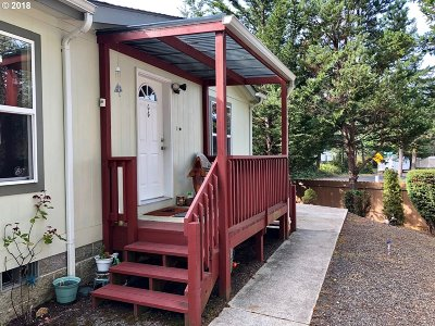 Florence Single Family Home For Sale: 33 Easy St