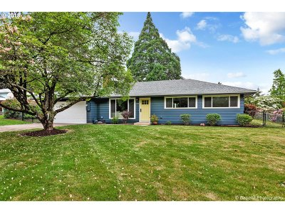 Milwaukie Single Family Home For Sale: 5309 SE Thiessen Rd