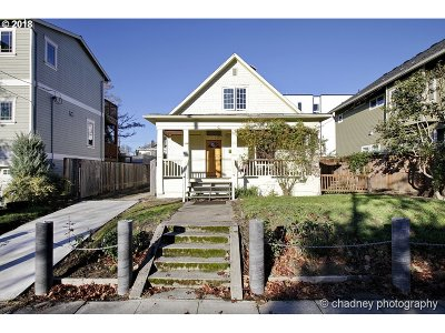 Portland Single Family Home For Sale: 4325 SE Clay St