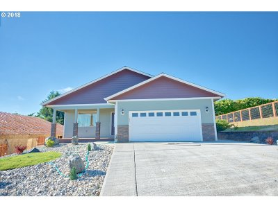 Coos Bay Single Family Home For Sale: 1154 Nautical