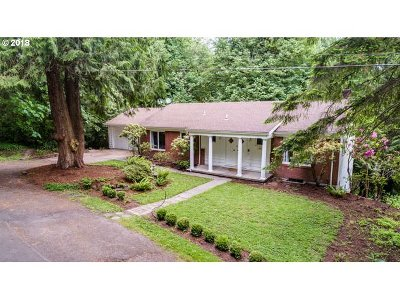 Lake Oswego Single Family Home For Sale: 981 Cumberland Pl