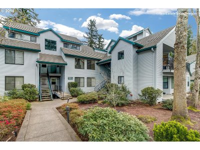 Lake Oswego Condo/Townhouse For Sale: 4000 Carman Dr #50