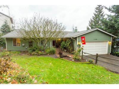 Portland Single Family Home For Sale: 7009 SE 117th Pl