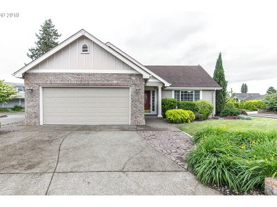 Eugene Single Family Home For Sale: 909 Chateau Meadows Dr
