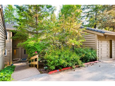 Lake Oswego Condo/Townhouse For Sale: 20 Cervantes Cir
