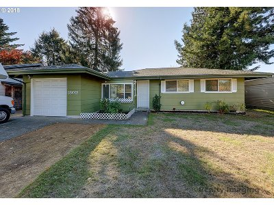 Portland Single Family Home For Sale: 18012 SE Clay St