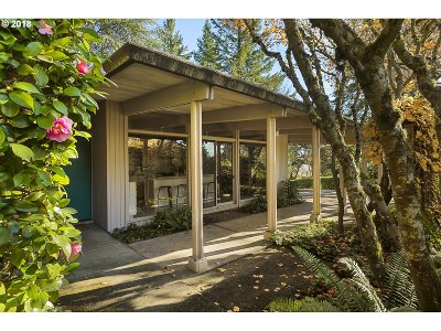 Multnomah County Single Family Home For Sale: 3502 SW 57th Ave