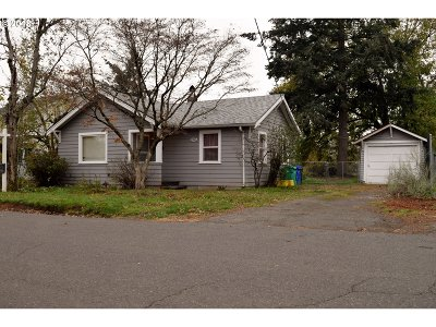 Portland Single Family Home For Sale: 2321 SE 89th Ave