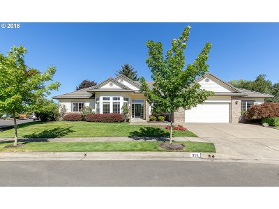Springfield Single Family Home For Sale: 958 McKenzie Crest Dr