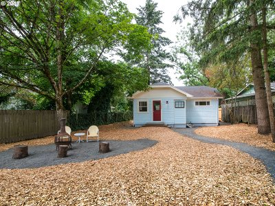 Milwaukie, Clackamas, Happy Valley Single Family Home For Sale: 17605 SE Portland Ave