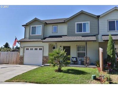Molalla Single Family Home For Sale: 730 Garden Ct