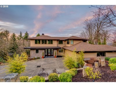 Lake Oswego Single Family Home For Sale: 17600 Upper Cherry Ln