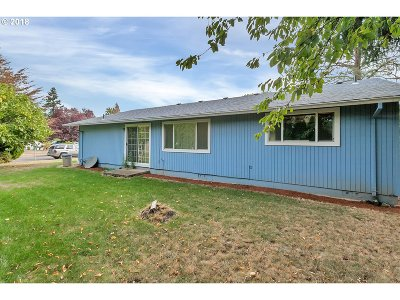Woodburn Single Family Home For Sale: 1045 Marcel Dr