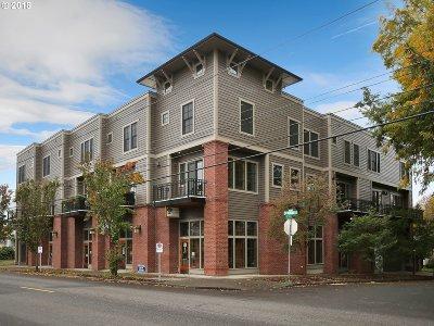 Portland Condo/Townhouse For Sale: 1540 SE Martins St #D