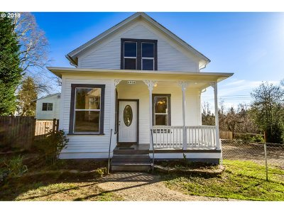 Milwaukie Single Family Home For Sale: 3924 SE Adams St