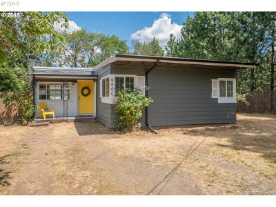 Milwaukie Single Family Home For Sale: 9900 SE 73rd Ave