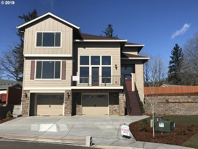 Washougal Single Family Home For Sale: 1483 Fairway Dr