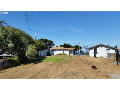 Gold Beach OR Single Family Home For Sale: $202,000