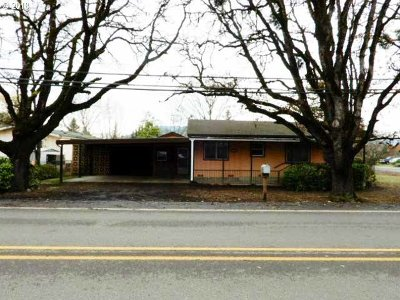 Roseburg Single Family Home For Sale: 3938 Carnes Rd