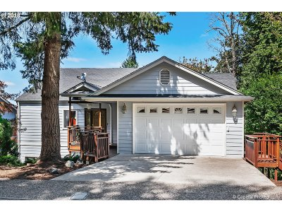Lake Oswego Single Family Home For Sale: 1651 Woodland Ter
