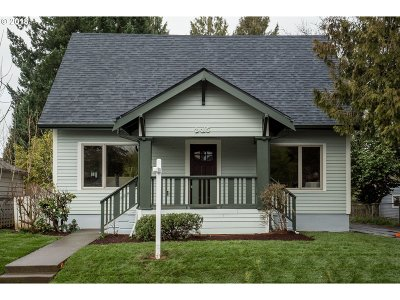 Portland Single Family Home For Sale: 2015 SE 57th Ave