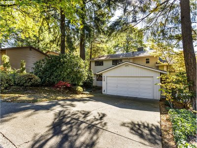 Lake Oswego Single Family Home For Sale: 112 Touchstone Ter