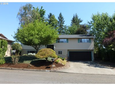 Milwaukie Single Family Home For Sale: 5470 SE Colony Cir